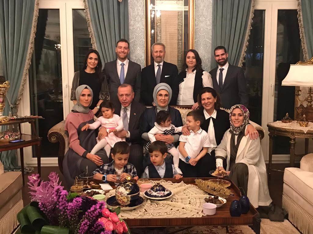 Erdoğan ailesinin torunlarla çekilmiş fotoğrafını paylaşan Nihal ...